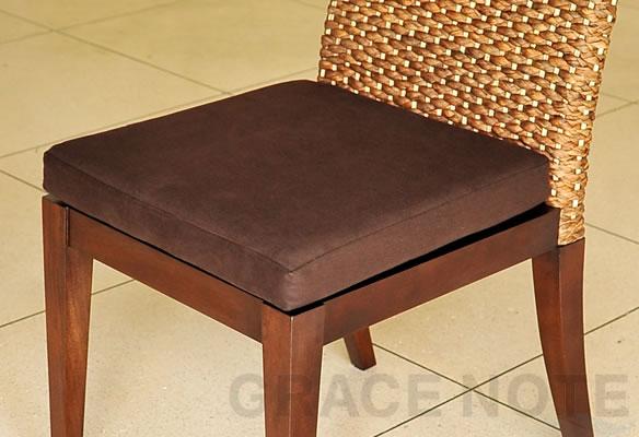 アジアン家具 ヒヤシンスの背もたれが上品な座り心地抜群のチェアー