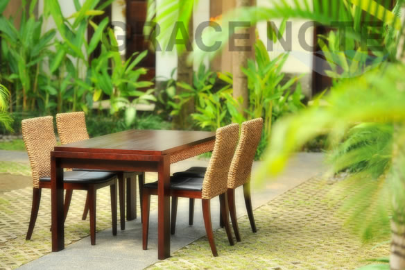 アジアン家具 ミニマリストなデザインがおすすめのダイニングテーブル