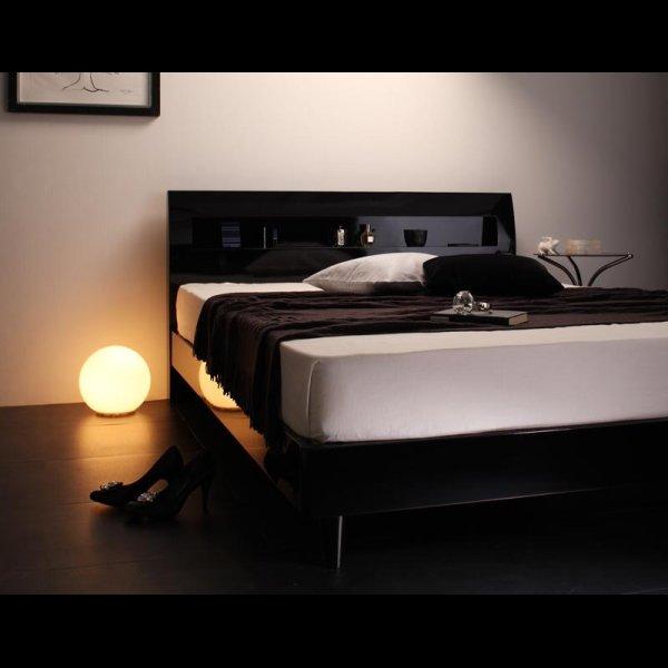 画像5: 鏡面光沢仕上げ・コンセント付きすのこ仕様シングルベッド【Degrace】ディ・グレース