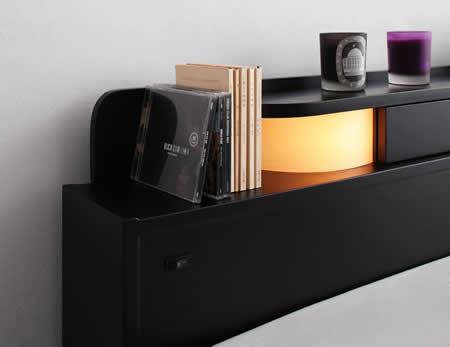 照明・コンセント付きフロアタイプダブルベッド【Dewx】デュークス 手元を照らすのに便利です