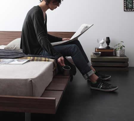 モダンデザインローベッド【E-go】イーゴ 空きスペースをサイドテーブルとしても使用可能