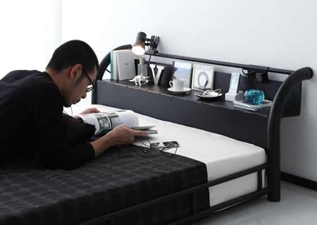 男性に人気!ブラックスチールデザインシングルベッド 使いやすい棚付き