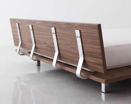 ロースタイル幅広すのこ仕様キングベッド 背面化粧も施されています。