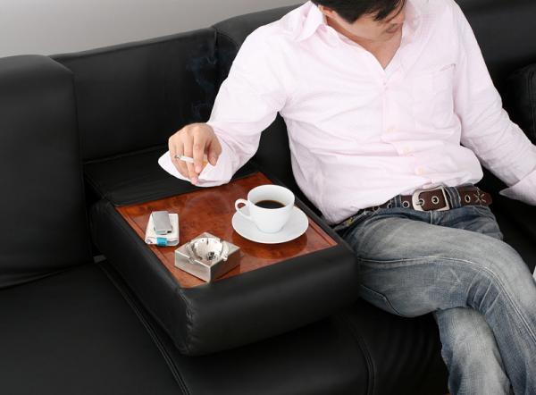 マルチソファベッド【GRANDY】グランディ/デイベッドタイプ ちょっとした時に便利なテーブル付き!