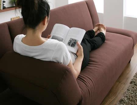 肘置きがあるリクライニングカウチソファーベッド 脚を伸ばせるカウチスタイルに