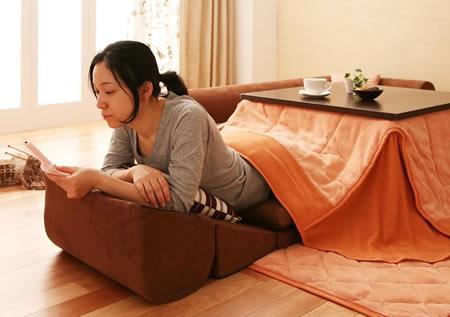 フロアコーナーソファー【moffy】モフィ コタツでくつろぐのにも使えます。