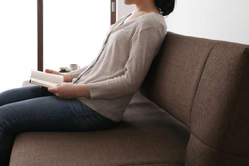 寝心地抜群コイルスプリングソファーベッド しっかりとした座り心地