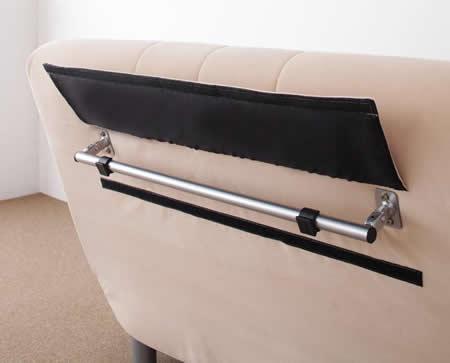 セミダブルサイズ カウチソファーベッド【L/G】エル・ジー 背もたれの背面にあるレバーを引き出せば頭部側の支えになります。